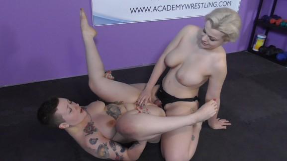 Talia Satania VS Nadia White